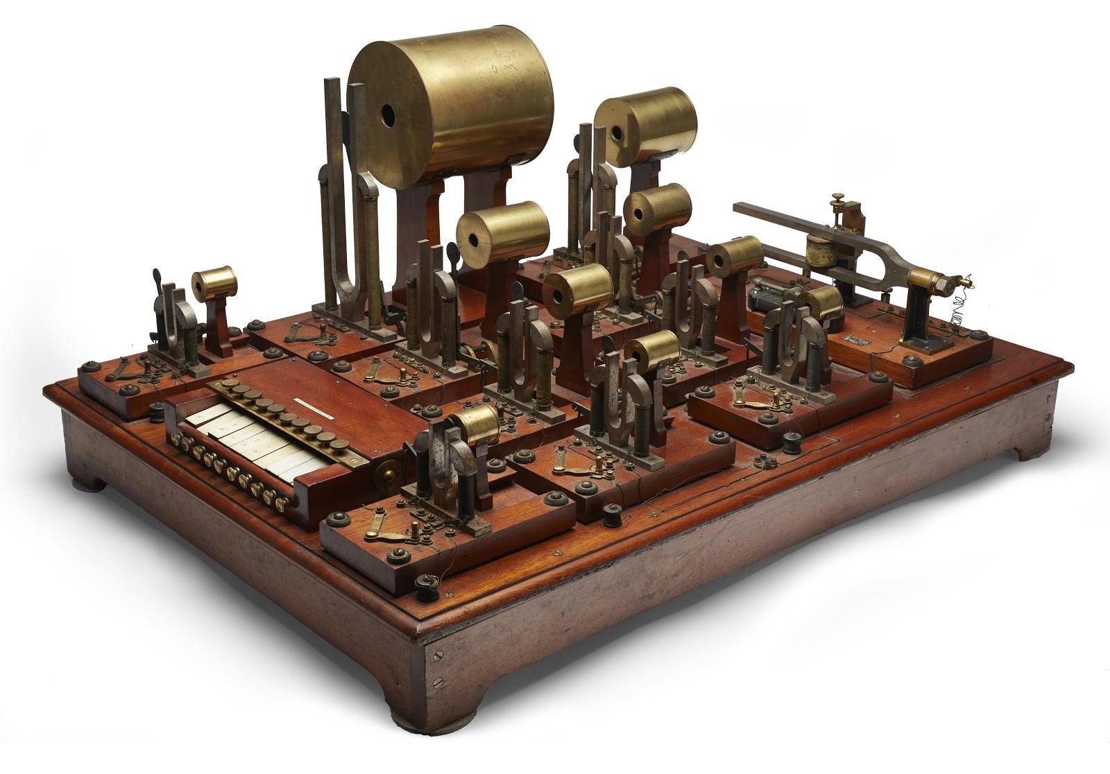 Helmhotso sintezatorius_1905
